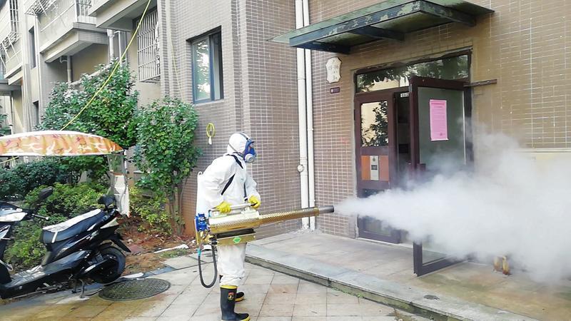 曙光救援隊在城區鳳凰城小區開展消毒工作