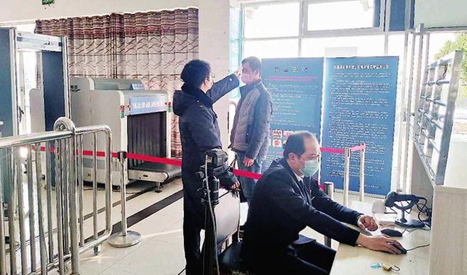 在�|至火�站,�母鞯厝ネ�外地的旅客��^�w��z�y及安�z後正��涑鲂�