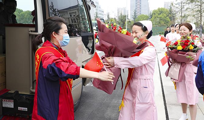 我市支援湖北医疗队首批返池队员凯旋 王宏操龙灿金庆丰张夏林出席欢迎仪式