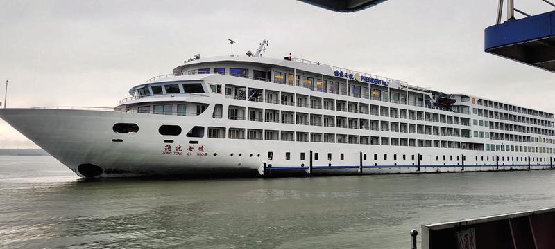 长江流域顶级豪华游轮抵达池州港 188体育内河游轮旅游开始升温