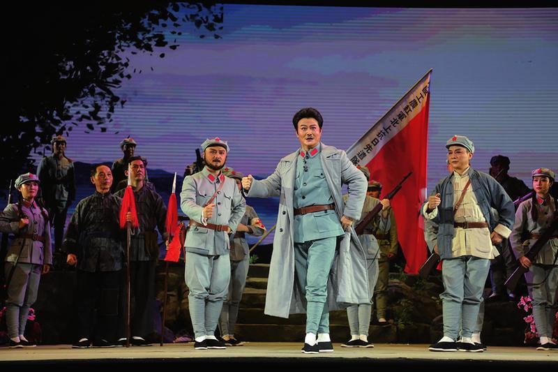 大型红色题材原创现代黄梅戏《旗映牯牛降》在秋浦影剧院正式公演