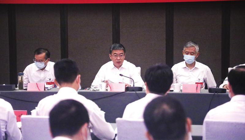 朱浩東在參加第二第四代表團審議時強調 瞄準目標定位 找準主攻方向 打造經濟社會發展全面綠色轉型示范區