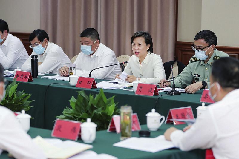 田昕在參加第五第六代表團審議時強調 增強發展意識 堅定發展信心 加快經濟社會發展全面綠色轉型