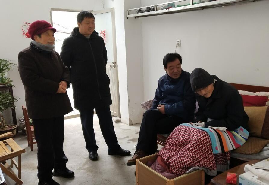 青阳县运管所春节前夕走访慰问退休职工
