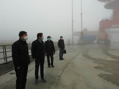 朱亮督导港口企业复工复产和疫情防控工作