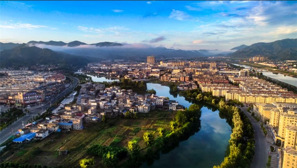 新华社重磅文章介绍东至绿色发展经验:向绿而生——一座滨江之城的绿色发展见闻