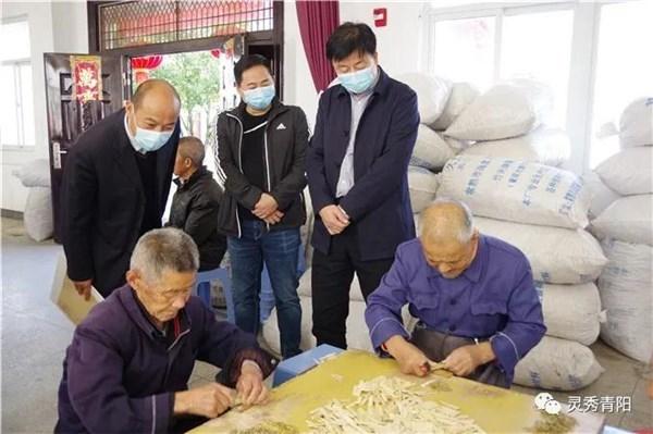 县委书记纪良才看望慰问百岁老人和敬老院老人