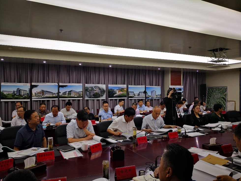 县委县政府召开省示范高中和职业教育中心规划与建筑设计方案专家评审会