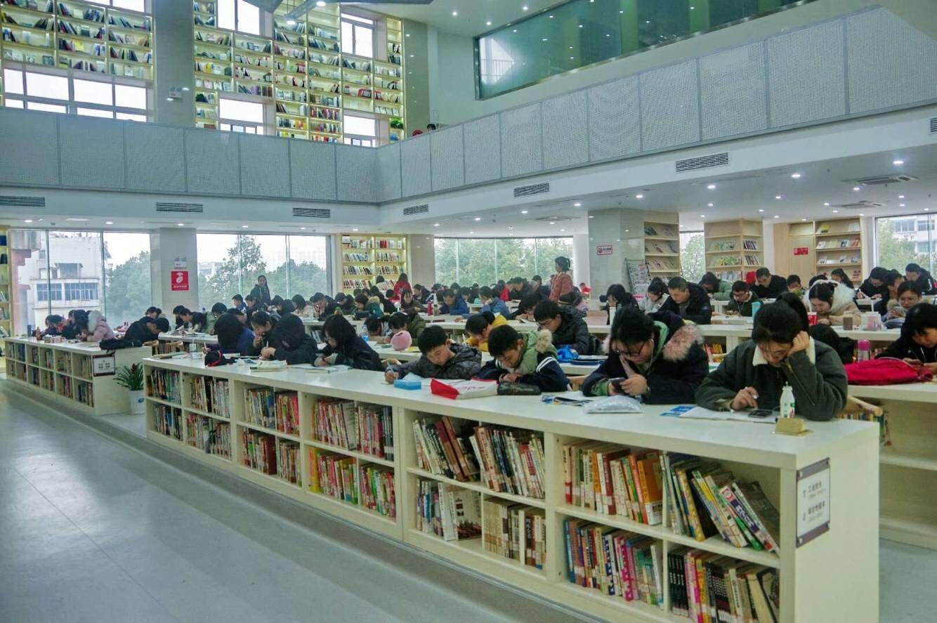 青阳县国家一级图书馆免费开放