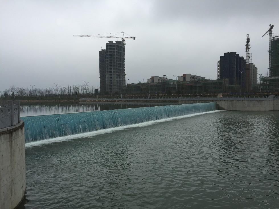 青阳县青通河液压翻板坝.JPG